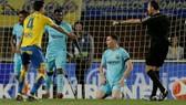 Las Palmas - Barcelona 1-1: Trọng tài Mateu Lahoz cướp chiến thắng Barca