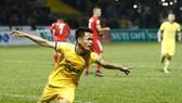 Thanh Hóa - CLB TPHCM 1-0: Đình Tùng tỏa sáng