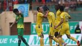 Khánh Hòa - Cần Thơ 2-1: Phố biển ẵm gọn 3 điểm