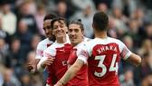Newcastle - Arsenal 1-2: Xhaka, Ozil lập công