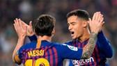Barcelona - Sevilla 4-2: Coutinho, Suarez, Rakitic ghi bàn, Messi chấn thương nặng
