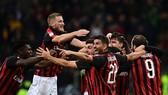 AC Milan - Genoa 2-1: Calhanoglu, Romagnoli giúp Milan vươn lên thứ 4