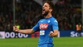 Napoli - Crvena Zvezda 3-1: Marek Hamsik mở tỷ số, Dries Mertens lập cú đúp
