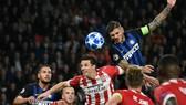 Inter - PSV Eindhoven 1-1: Hàng thủ sai lầm, Hirving Lozano loại Inter