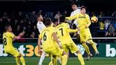 Villarreal - Real Madrid 2-2: Benzema, Varane ghi bàn, Cazorla gỡ hòa