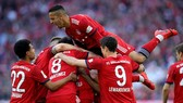 Bayern Munich - Hannover 3-1: Jonathas nhận thẻ đỏ, Lewandowski, Goretzka, Ribery tỏa sáng