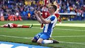 Espanyol - Atletico 3-0: Diego Godin phản lưới nhà, Borja Iglesias lập cú đúp, HLV Simeone ngậm đắng