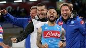 Napoli - Cagliari 2-1: Mertens, Insigne ngược dòng ấn tượng giành ngôi Á quân