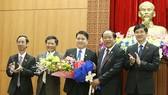 Ông Trần Văn Tân (chính giữa) chính thức trở thành Phó Chủ tịch UBND tỉnh Quảng Nam