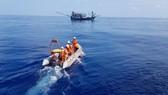 Trung tâm phối hợp tìm kiếm cứu nạn hàng hải Việt Nam đã điều động tàu SAR 412 khẩn trương rời bến cấp cứu cho tàu QNa 91072 TS