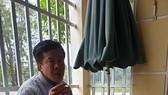 Ông Tuyển trong một quán cà phê nói về kế hoạch xin việc cho ai có nhu cầu vào an ninh sân bay Đồng Hới