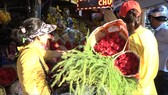 Giá hoa tươi tăng cao dịp 8-3