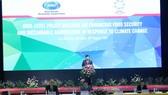 Phó Thủ tướng Trịnh Đình Dũng phát biểu khai mạc. Ảnh: HÀM LUÔNG