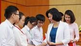 Trao 142 suất học bổng Nguyễn Văn Hưởng cho sinh viên ngành y tại TPHCM