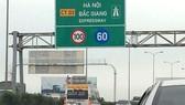 Đường cao tốc chưa xong đã thu phí mở