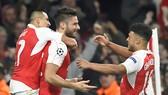 Giroud tỏa sáng giúp Arsenal đánh bại Bayern