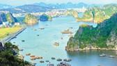 Vịnh Hạ Long dải ngọc xanh