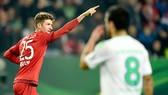 Muller lập cú đúp, Bayern tiễn Wolfsburg