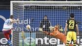 Thua Hamburg 1-3, Dortmund bị Bayern cho ngửi khói