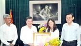 Chủ tịch UBND TPHCM thưởng nóng PV Hàn Ni