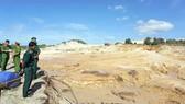 Vỡ bờ hồ chứa nước đãi titan, khu du lịch chìm trong bùn đất