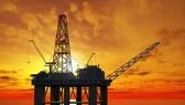 Giá dầu thô xuống thấp nhất 5 tháng