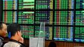 TTCK 2-6: VN Index tái lập mốc 450 điểm