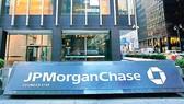 JP Morgan: Nộp phạt vẫn chưa yên