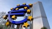 ECB hạ lãi suất xuống mức thấp kỷ lục 1%