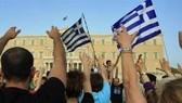 S&P hạ triển vọng Hy Lạp xuống tiêu cực