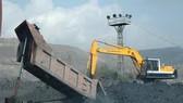 Nghịch lý xuất - nhập than