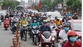 Dù có cầu vượt nhưng tình trạng ùn tắc giao thông xảy ra thường xuyên
