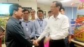 Phó Chủ tịch Thường trực UBND TPHCM Lê Thanh Liêm thăm, chúc tết công nhân ngành điện trực đêm 30