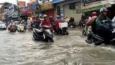 Nhiều tuyến đường sẽ tiếp tục bị ngập nếu không  xây dựng hệ thống cống thoát nước. Ảnh QUỐC HÙNG