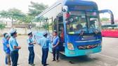 Đội 7 Thanh tra GTVT kiểm tra xe khách tại Bến xe Ngã tư Ga, tháng 2-2018. Ảnh: HUY KHÁNH