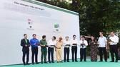 Các đại biểu nhấn nút ra mắt chương trình