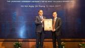 Lãnh đạp MobiFone nhận danh hiệu Top 10 thương hiệu giá trị nhất Việt Nam