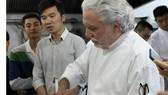 Bếp trưởng 2 sao Michelin tiếp lửa đam mê ẩm thực với đầu bếp Việt