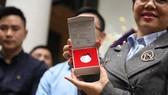 Đồng xu bạc hình hoa sen cổ thời Lý - Trần