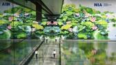 2 bức tranh hoa sen ở Nội Bài đoạt Huy chương vàng Thiết kế quốc tế