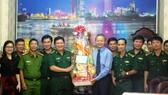 Lãnh đạo TPHCM thăm, chúc tết các đơn vị lực lượng vũ trang, đơn vị thi công đường hoa Nguyễn Huệ