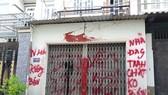 """UBND quận Bình Tân yêu cầu công an điều tra, xử lý nghiêm vụ """"khủng bố"""" bằng sơn, mắm tôm"""