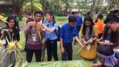 Đại biểu tàu Thanh niên Đông Nam Á – Nhật Bản tham gia các trò chơi dân gian cùng Đoàn thanh niên Sở GTVT TPHCM