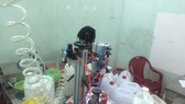 Đột kích cơ sở sản xuất nước hoa giả, thu giữ gần 10,000 chai thành phẩm