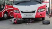 Xe khách va chạm với xe máy, 1 người bị thương