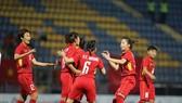 Niềm vui của đội tuyển nữ Việt Nam tại SEA Games 29. Ảnh: DŨNG PHƯƠNG