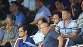 HLV Park Hang-seo cùng trợ lý xem các trận đấu tại V-League 2018. Ảnh: MINH HOÀNG