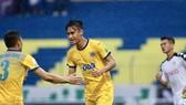 Minh Tuấn mở tỷ số cho Thanh Hóa, nhưng đội chủ nhà đã không bảo toàn được chiến thắng. Ảnh: MINH HOÀNG