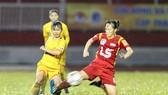 Đội TPHCM I (áo đỏ) trong cuộc so tài cùng PP.Hà Nam. (ảnh: DŨNG PHƯƠNG)