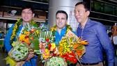 HLV Miguel  (giữa) cùng với Phó chủ tịch Trần Quốc Tuấn và ông Trần Anh Tú